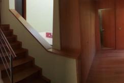 Moradia-Meadela-entrada- principal-escadas