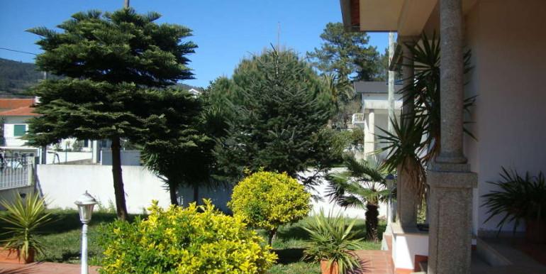 Vivenda-Carvoeiro-entrada-jardim-frente