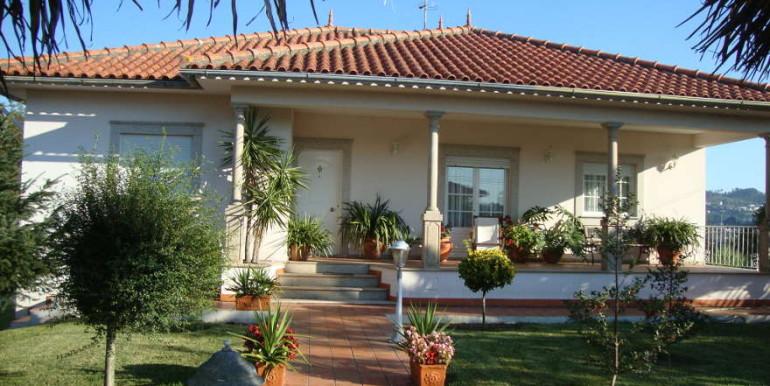 Vivenda-Carvoeiro-entrada-principal-jardim