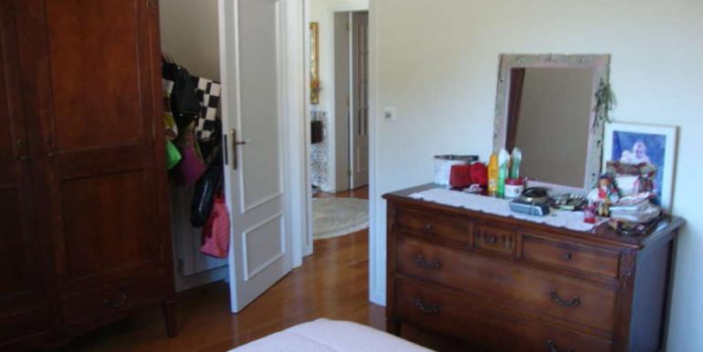 Vivenda-Carvoeiro-entrada-quarto-madeira-chão