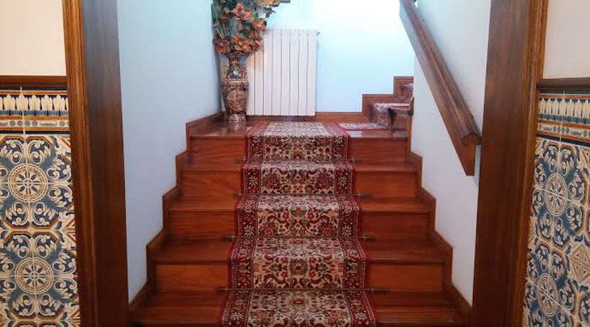 moradia-abelheira-madeira-escadas