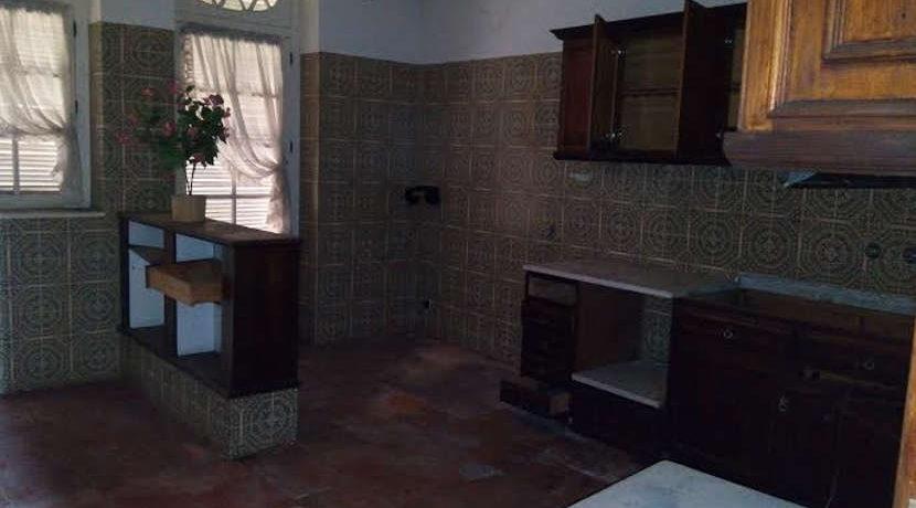 moradia-com-terreno-meadela-cozinha