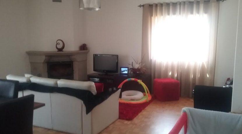 apartamento-T3-abelheira-sala-comum-lareira