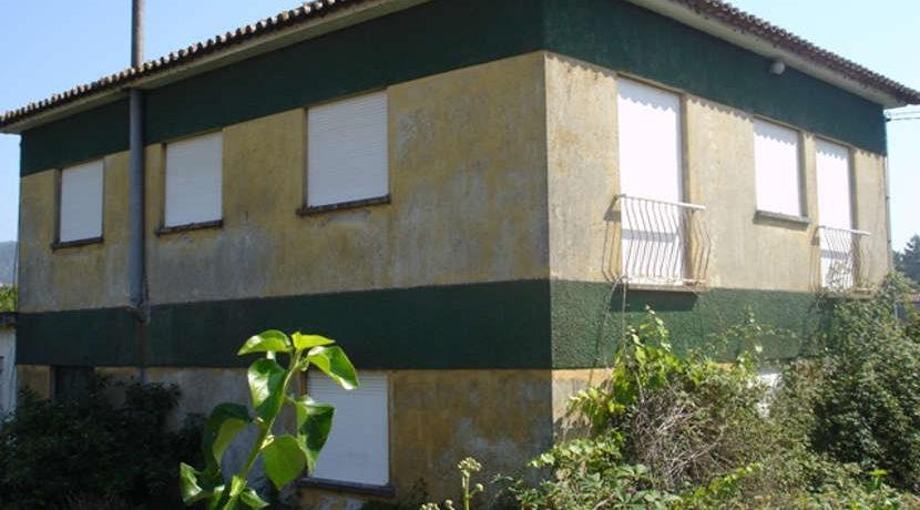 moradia-mujães-terreno-tras-fachada