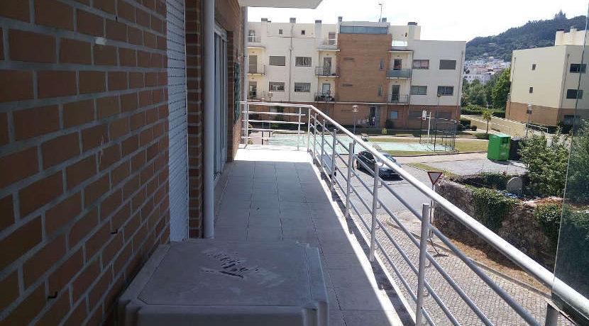 apartamento-T3-Ameal-varanda
