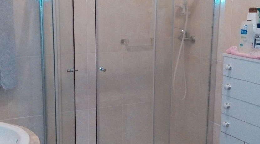 moradia-4 quartos-quintal-casa-de-banho
