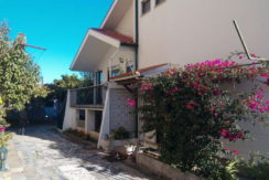 moradia-4 quartos-quintal-lateral-entrada