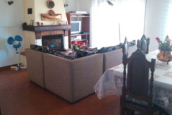 moradia-4 quartos-quintal-sala-estar