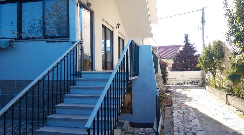 moradia-4 quartos-quintal-varanda